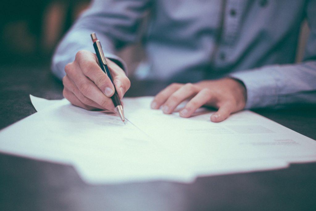 clauses obligatoires et facultatives du contrat de travail